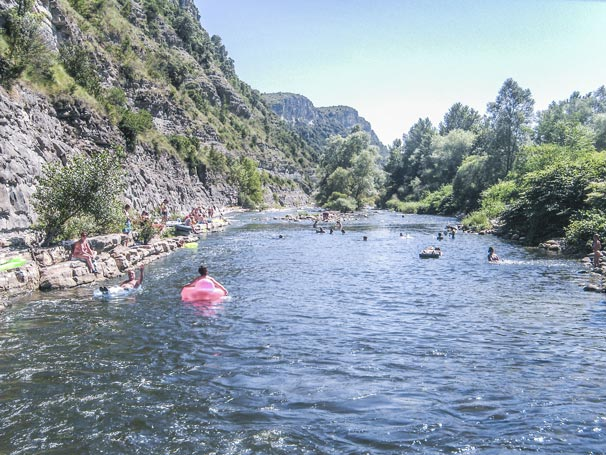 camping by the sea in the Ardèche