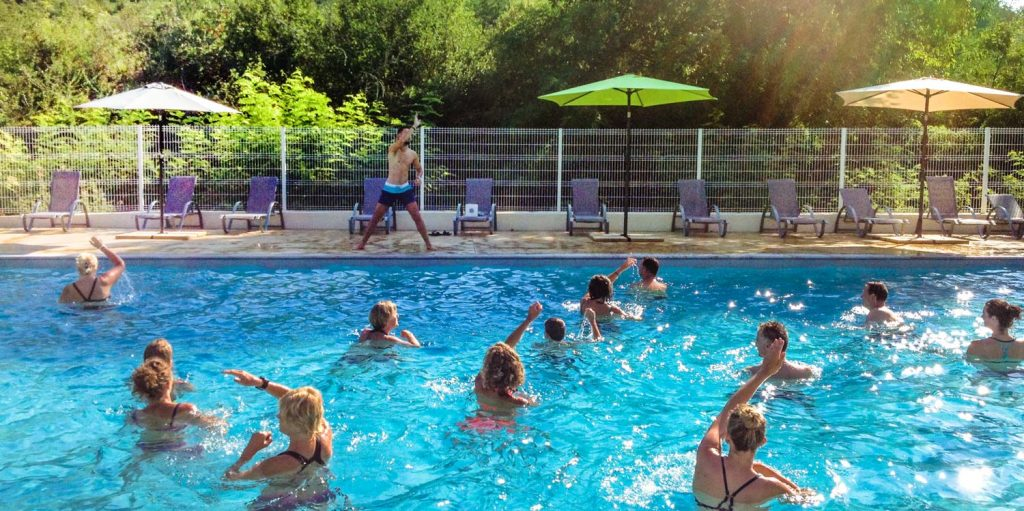 Heated swimming pool in Ardèche campsite
